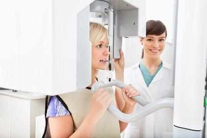 In unserer modernen Praxis ermöglichen wir 3D Röntgen-Aufnahmen.