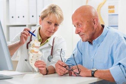 Beratung durch Kieferchirurgin