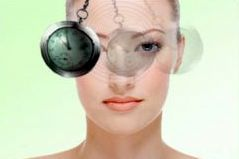 Die Hypnose eignet sich als schonende Methode zur Zahnbehandlung von Angstpatienten.