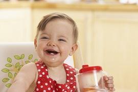 Durchbruch der unteren Scheidezähne beim Kleinkind