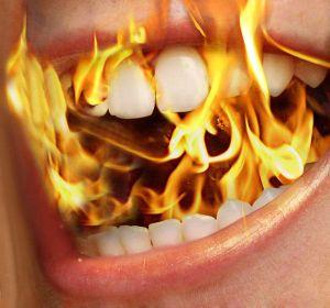 Wenn Ihre Mund brennt, sollte Sie der erste Weg zum Hausarzt führen, der eine erste Diagnose vornehmen wird.
