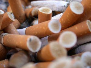 Risse in der Zunge als Folge starken Rauchens