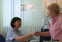 Freundliche Sprechstundenhilfen sind ebenso wichtig dafür, dass Sie sich in der Zahnarztpraxis wohlfühlen.