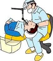 Der Zahnarzt führt eine desinfizierende Spülung durch und behandelt es im Anschluss mit einem Antibiotikum.