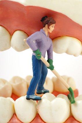 Zahnzischenraum reinigen