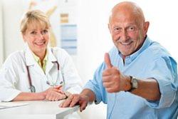 In einem ersten Gespräch mit dem Patienten werden die Gründe der Angst hinterfragt.