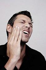 Bei akuten Zahnschmerzen können Sie sich sofort an den Zahnarzt-Notdienst wenden.