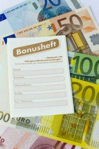 Ein gepflegtes Bonusheft ist bares Geld wert - bis zu 20% zahlt die Krankenkasse, wenn es über 10 Jahre gepflegt wurde.
