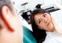 Sollte eine Materialunverträglichkeit vorliegen, die eine psychosomatische Ursache hat, muss der Zahnarzt mit anderen Ärzten eng zusammenarbeiten.