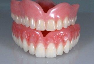 Eine Zahnprothese bezeichnet einen künstlichen Zahn oder mehrere nachgebildete Zähne, die als Ersatz für fehlende natürliche Zähne vom Zahnarzt in das Gebiss des Patienten eingegliedert werden.