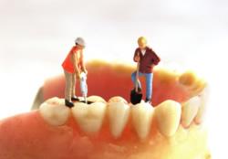 Vorstellung einer Zahnbehandlung mit quälendem Bohren