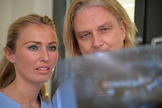 Oralchirurg Dr. Frank Seidel und Zahnärztin Anna Wojcik