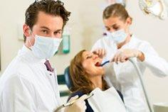 Behandlung der Zahnwurzel beim Zahnarzt