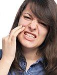 Freiliegende Zahnhälse können empfindliche Zähne verursachen