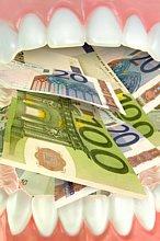 Was ein Keramikimplantat kostet, hängt imme ganz vom Befund ab. Der Preis bewegt sich zwischen 900 und 2.000 Euro.