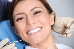 Professionelle Zahnreinigung beim Zahnarzt