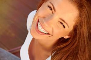 Die Entscheidung für oder gegen eine Sofortbelastung hängt von mehreren Faktoren ab und muss direkt in der Praxis mit dem Zahnarzt erörtert werden.