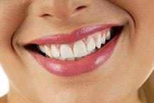 Bei regelmäßigen Besuchen beim Zahnarzt, lachen Sie mehr und mehr und freuen sich über Ihre Zahnästhetik.