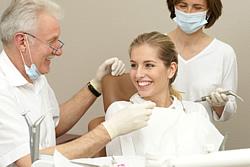 Es beeinträchtigt nicht Ihr Vertrauensverhältnis zu Ihrem Zahnarzt eine Zweitmeinung einzuholen. Die meisten Ärzte befürworten diese Möglichkeit für den Patienten.