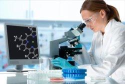 Ob eine Behandlung notwendig ist, zeigt ein Test, der die verantwortlichen Bakterien nachweist.