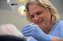 Die Infektionskrankheit, die unbehandelt unweigerlich zum Zahnverlust führt.