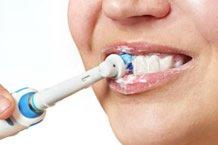 Zähne putzen im Rahmen der Mundhygiene