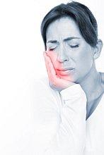 Schmerzen im Mund durch eine Fistel.
