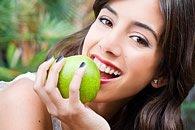 Obst enthält viel Säure, die den Schmelz angreift