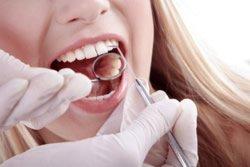 Zunächst findet zunächst eine ausgiebige Zahnuntersuchung statt.