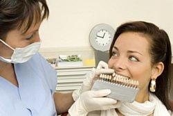 Bestimmung der Zahnfarbe beim Zahnarzt