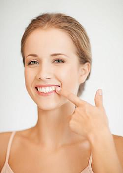 Damit das Zahnfleisch gut verheilt, sollte nach einem Gingiva-Transplantat einige Tage die Zahnbürste nicht verwendet werden und auch nur sehr vorsichtig gegessen werden.