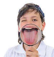 Die Symptome reichen von einem pelzigen Gefühl auf der Zunge bis hin zu einem Brennen an den Rändern oder am Gaumen.