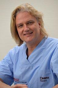 Dr. Frank Seidel ist seit zwei Jahrzehnten Zahnmediziner in Berlin und Kleinmachnow.