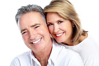 Gepflegte und schöhne Zähne auch bei Senioren sind ein wichtiges ästhetisches Merkmal