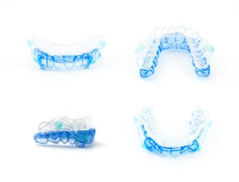 Für die perfekt eingepasste Schnarchschiene, nimmt der Zahnarzt zunächst einen Abdruck vom Gebiss des Patienten.